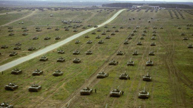 """Krievijas karaspēks pretēji solītajam palicis Baltkrievijā pēc """"Zapad"""" manevriem!"""