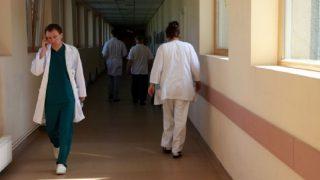 Medicīnas darbinieku algas no nākamā gada pieaugs par 80%!