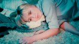 """VIDEO: """"The Sound Poets"""" līderis sacer dziesmu Aijai Andrejevai """"Tu mani sauc""""!"""