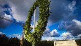 VIDEO / FOTO: Saviļņojoši! Virs Mežaparka Lielās estrādes pacelts spāru vainags!