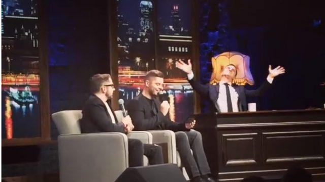 """VIDEO: Musiqq šovā pie Skuteļa iedzied JAUNU versiju dziesmai """"Debesis iekrita Tevī""""!"""