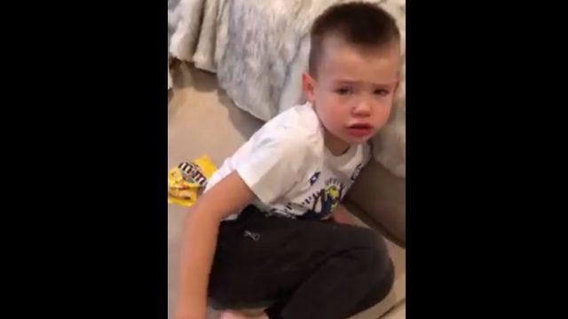 VIDEO: Sirsnīgi! Mazais Rihardiņš aizkustina visu Latviju, jo patiesi pārdzīvo par zivtiņu…