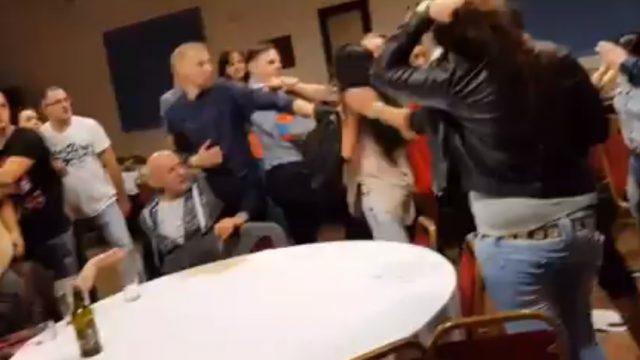 VIDEO: Ārprāts! Latviešu grupas Tranzīts koncerts Anglijā pārvēršas masveida kautiņā!