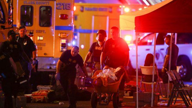 Noskaidrota šodien notikušās nāvējošākās masu apšaudes ASV vēsturē šāvēja identitāte.