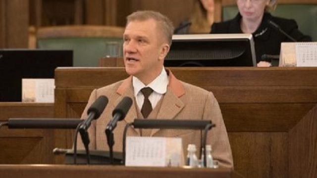 """Deputāta Valda Kalnozola vēstījums latviešu tautai: """"Latvijā cilvēki tiek padarīti slimi!"""""""