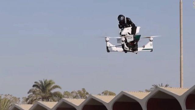 VIDEO: Dubaijas policisti drīz ielās lidināsies ar lidojošiem motocikliem jeb hoverbaikiem!