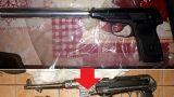 FOTO: Policija privātmājā atrod iespaidīgus ieroču un munīcijas krājumus!