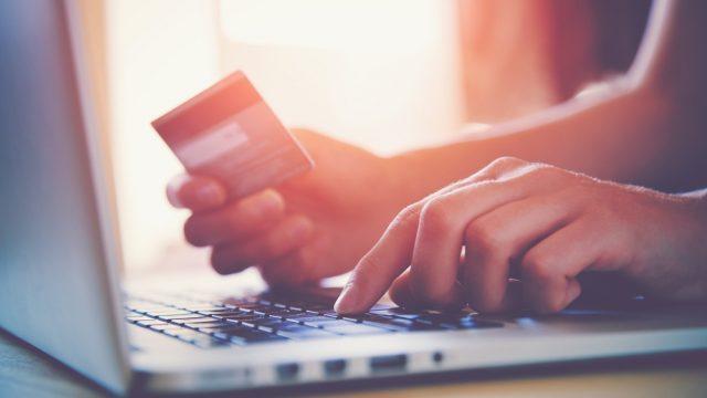 Uzmanies! PTAC brīdina! Divi Latvijas internetveikali nepiegādā preces un neatdod naudu!