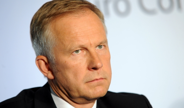 Latvijas bankas prezidents, kuram alga kāpusi par 14 000 eiro, neapmierināts, ka tā pieaug citiem!