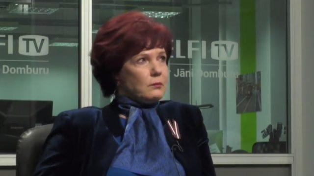 VIDEO: Solvita Āboltiņa emocionālā sarunā ar Jāni Domburu nespēj valdīt asaras…