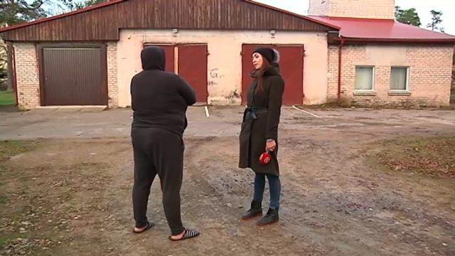 Video: Žurnālisti apciemo krāpniekus, kuri Facebook lūdz palīdzību melojot, ka nodegusi māja!