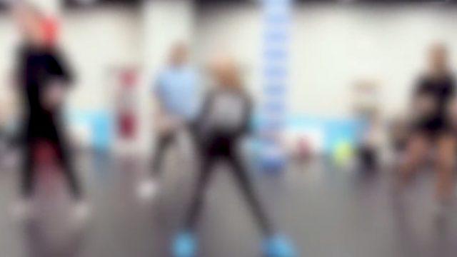 VIDEO: Treneris Imantā 13 gadniecei raksta intīmas īsziņas; uzmācas arī citiem bērniem!