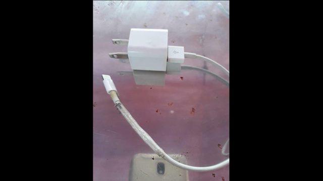 Traģiski! 14 gadīga meitene iet bojā, jo saņem nāvējošu elektrošoku no iPhone lādētāja!