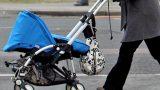 Ārprāts! Policisti Rīgā aiztur pārdzērušos māti un ratiņos atrod asinīm klātu zīdaini!