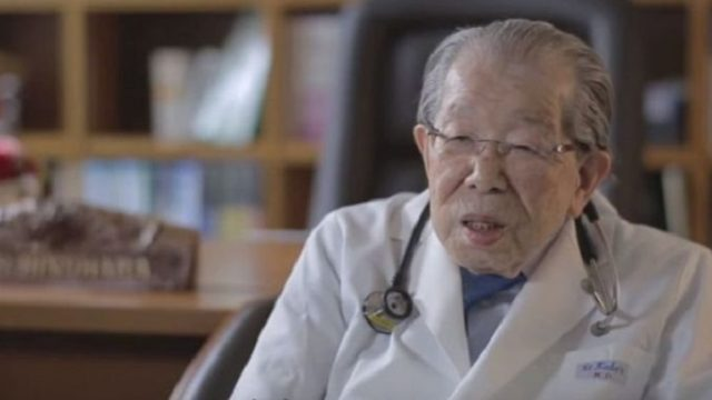 """Japāņu ārsts, kuram ir 105 gadi: """"Kundzītes, pietiek sēdēt uz diētām un gulēt! Lai ilgi dzīvotu…"""