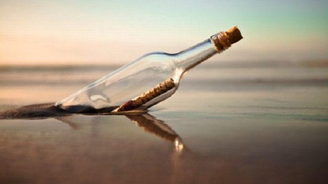 Igaunijā jūras krastā atrod pudeli ar aizkustinošu vēstījumu no… Latvijas!