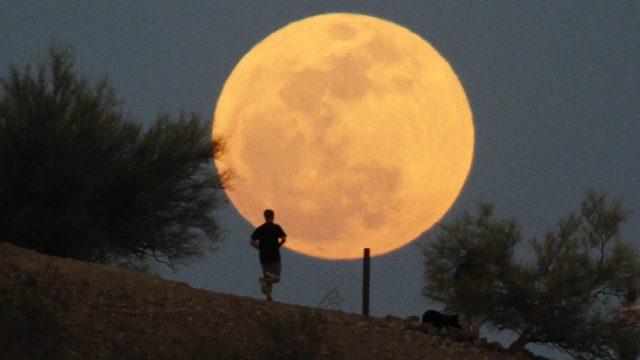 FOTO: No 3. līdz 5. decembrim Zemi apspīdēs Superpilnmēness! Ar ko tas tik īpašs?