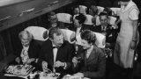 Lūk, patiesais iemesls, kāpēc lidmašīnā nedrīksti izmantot tālruni! Tas Tevi pārsteigs!