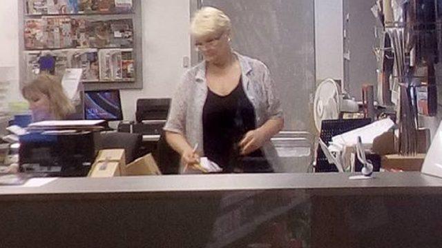"FOTO: Latvijas pasta darbiniece-""varone"" Ludmila: ""Ja svami budu govoriķ na kokom jazike hoču!"""