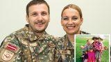 Sirsnīgs un iedvesmojošs stāsts par latviešu karavīru pāri, kurš devis ģimeni 4 (!) bērniem!