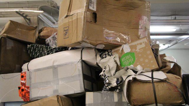 FOTO: Latvijas pasts izplata SVARĪGU informāciju visiem, kuri gaida sūtījumus no ārvalstīm!