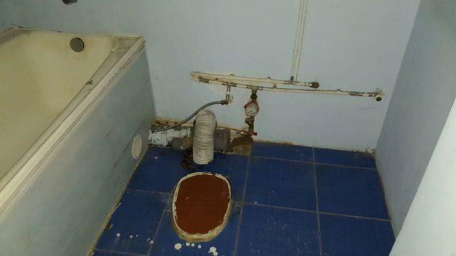 FOTO: Šausmas! Šādu dzīvokli pašvaldība piešķir sievietei ar bērnu ar īpašām vajadzībām…