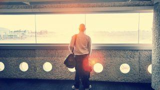 """Filmas cienīgs notikums: Izglābj latviešu puisi, kurš 10 dienas bija """"aizķēries"""" Berlīnas lidostā!"""