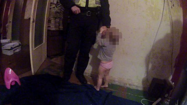 Ziņo policijai par kaimiņieni, kura ilgstoši histēriski bļaujot! Dzīvoklī paveras nepatīkams skats…