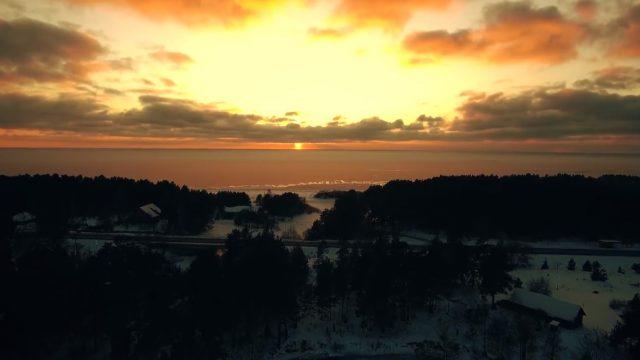 """VIDEO: Patiess skaistums no Latvijas jūras krasta: """"Saulīte iet gulēt""""!"""