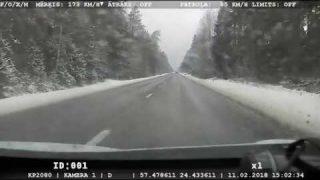 """VIDEO: Uz apledojušas brauktuves policija aiztur """"Mercedes-Benz"""", kurš traucas ar 173km/h!"""