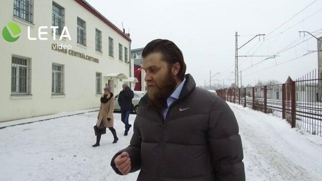 """VIDEO: Žurnālists """"noķer"""" Māri Sprūdu, kurš tikko atbrīvots no apcietinājuma!"""