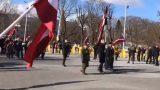 VIDEO TIEŠRAIDE: Policijas un mediju ielenkumā sākas leģionāru piemiņas gājiens