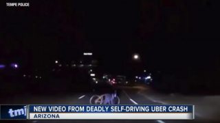 VIDEO: Publicēts no Uber pašbraucošā auto uzņemtais video, kad tas nāvējoši notrieca sievieti!