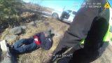 VIDEO: Ceļmalā atrod novārgušu vīrieti, kurš nerunā latviski – viņa patiesā identitāte pārsteidz!