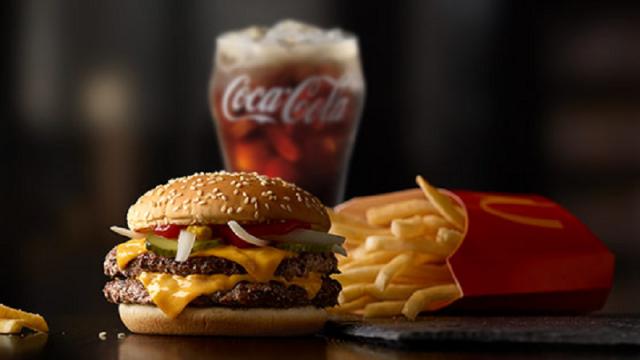 """Labas ziņas """"McDonald's"""" cienītājiem: Restorāns uzsāk ēdienu piegādi uz mājām!"""