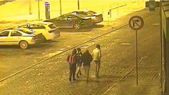 VIDEO: Policija Rīgā naktī atkārtoti aiztur vien 11, 13 un 14 gadus vecus bērnus, kuri demolē liftu!