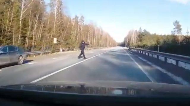 VIDEO: Policija tomēr atzīst sava radara kļūdu un atceļ sodu, un atvainojas sodītajam šoferim!