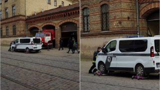 Tas brīdis, kad ugunsdzēsēji spiesti pārvietot policijas auto, kurš bloķē vārtus…
