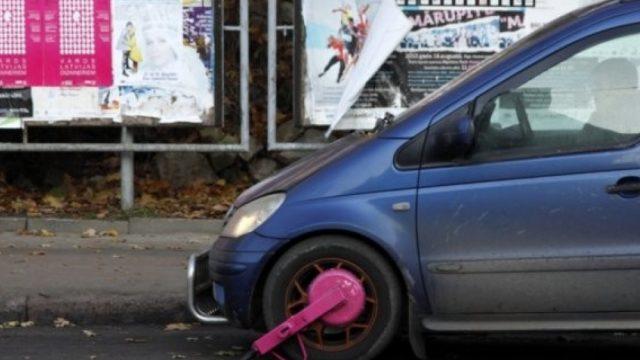 """Rīgā jau pavisam drīz atgriezīsies automašīnu """"klamburi""""! Uzzini, kāpēc tā!"""