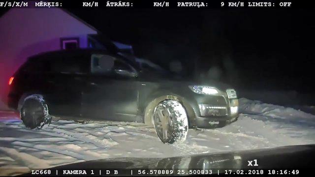 VIDEO: Audi Q7 bēgot no policijas pārkāpj visas robežas…, bet nonāk strupceļā!