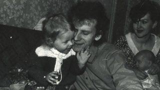 Sēru vēsts: Pašnāvību izdarījis latviešu rokgrupas basģitārists. Meita lūdz līdzcilvēku palīdzību!