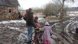 FOTO: Redzot šīs ģimenes ar bērnu invalīdu bezspēcību, sažņaudzas sirds…