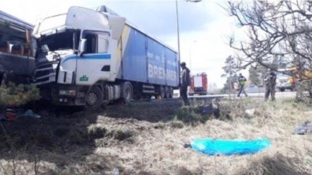VIDEO/FOTO: Nupat Rīgā notikusi traģiska avārija; ir bojāgājušais.